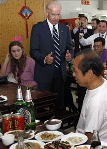 US Vice President Tasting Beijing Snacks in local snack bar