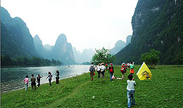 Hiking along the Yulong River