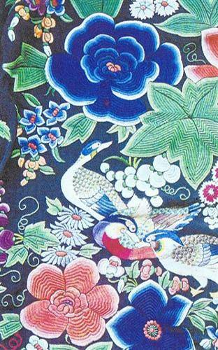 As Chinese painting, bird and flower motifs employ colours that are even more vibrant than in nature